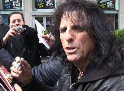 News video: Alice Cooper -- Tiger Woods Is No Loser ... He'll Win 10 More Tourneys!
